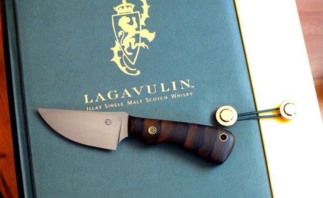 kleines EDC-Messer aus Kugellagerstahl, mit Daumenmulde und einem Griff aus südamerikanischer Ziricote