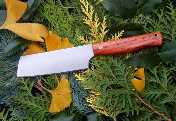 Großen Gemüse-/Kräutermesser aus Kugellagerstahl mit einem Griff aus Zebrano.