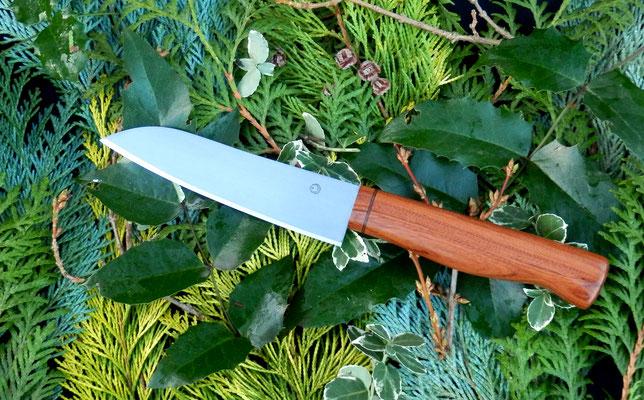 Universales Küchenmesser mit verstecktem Erl aus Kugellagerstahl mit einem Griff aus Mopane.