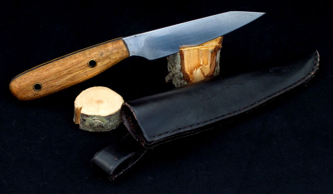 Kleines Allzweckmesser, Stahl: Wolframstahl, Holz: Akazie, mit heißgewachster Lederscheide