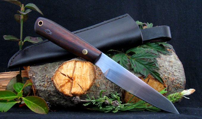 Kleines Allzweckmesser mit persönlicher Fisch-Gravur im Griff, Stahl: Kugellagerstahl, Griffmaterial: Kamagong-Ebenholz