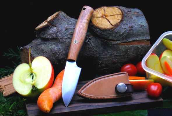 Kleines Küchenmesser mit passender Lederscheide für die Aufbewahrung in Besteckschubladen, Stahl: Kugellagerstahl, Griffmaterial: Akazienholz