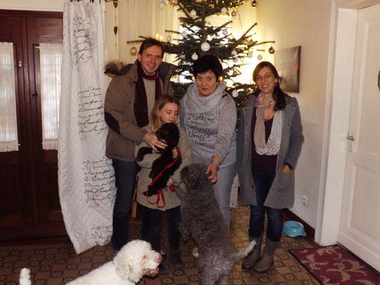 Chiara und ihre Familie sind überglücklich endlich ihre Luna abholen zu können.