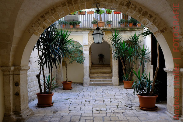 Gepflegter Hinterhof in der Altstadt von Bari