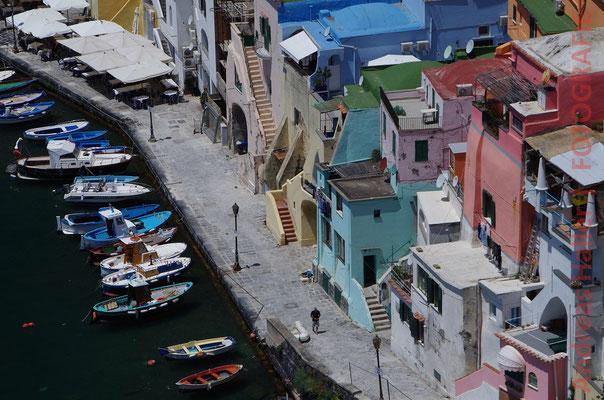 Die Marina Corricella auf der Insel Procida
