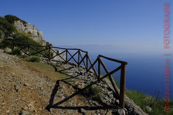 Wanderweg an der Costa degli  Infreschi