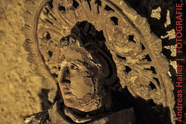 Totenkult in Neapel auf dem Friedhof Fontanelle