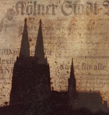 Dom mit Tageszeitung als Hintergrund, 2ß0x 20 cm