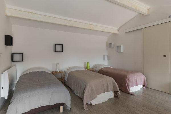 l hirondelle-bedoin-mont ventoux-3chambres-3 salle de bain privée-8 personnes-4 wc-vaucluse-rando-gite