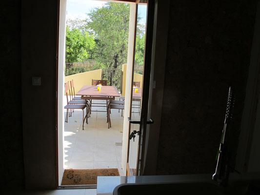 l hirondelle-bedoin-ventoux-gites-tout equipée-vaucluse-vue  ventoux-printemps-terrasse-gites-vaucluse-rando