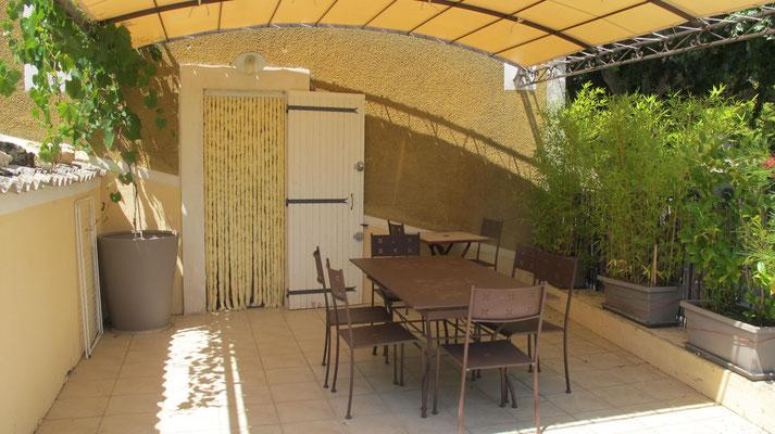 l hirondelle-bedoin-mont ventoux-gite-famillial-tout confort-vaucluse-terrasse-rando