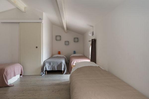 l hirondelle-bedoin-mont ventoux-3chambres-3 salle de bain privée-8 personnes-vaucluse-rando-gite