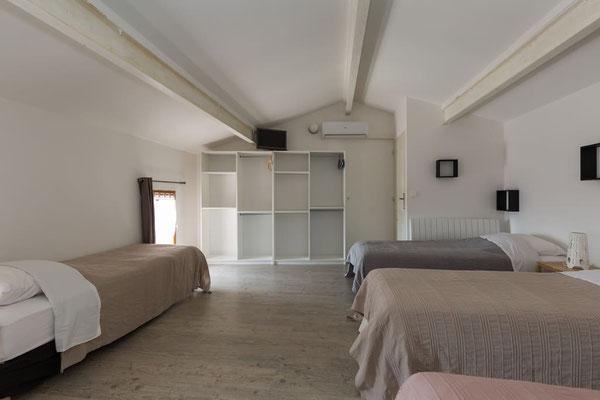 l hirondelle-bedoin-mont ventoux-3chambres-3 salle de bain privée-8 personnes-4wc-climatisé-vaucluse-rando-gite