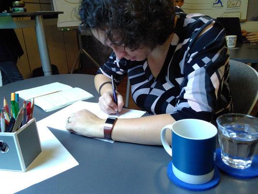 Ins Schreiben gekommen ist während der Übungen und Workshops jede*r. Kewin Blatt blieb leer, keine Tastatur unbenutzt.  (Bild: Eva Lerche)