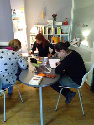 Im Schreibraum konnte im Rahmen des 1. Kreativen Schreibmarathons gemeinsam geschrieben werden.  (Bild: Eva Lerche)