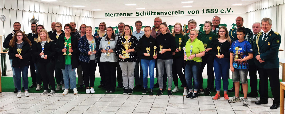 Pokalübergabe in Merzen an die erfolgreichen Schützen am 6. September 19