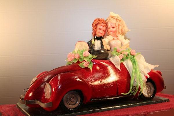 Seidenzucker Auto, Cabrio mit Hochzeitspaar