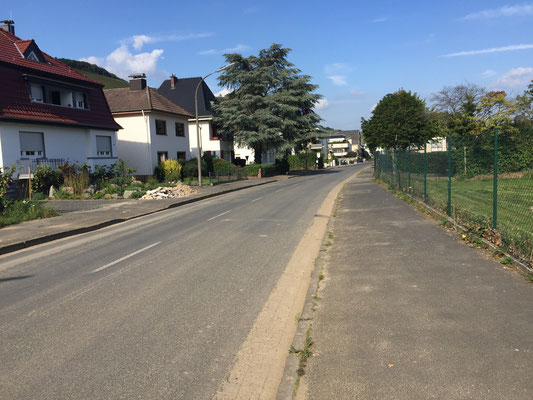 Die Folgen der verheerenden Flut ist auch in dieser Straße noch sichtbar