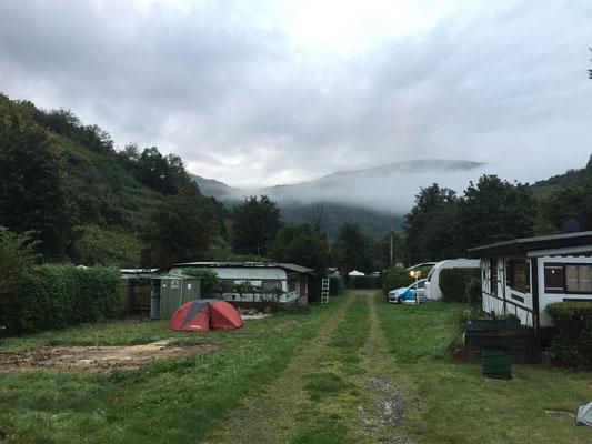 Unvorstellbar, das es an der ganzen Ahr, auf 50 Kilometern nur noch diesen Campingplatz gibt ... Und vielleicht muß er auch bald weichen ... Bauland ist an dieser Stelle im Gespräch ...