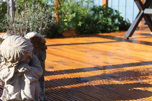 Das Hochbeet in der Holzterrasse