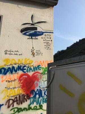 Dernau. Eindrucksvolle Graffity- Darstellungen begrüßen mich am Morgen.