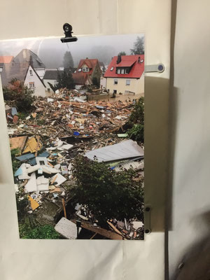 82 Prozent der Häuser in Kreuzberg sind stark betroffen, wie es im amtsdeutsch heißt, oder zerstört. Die Zerstörung einfach übedimensional ...
