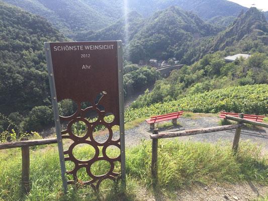 Am Ende des Rotweinwanderweges gehts nach Altenahr mit einem Abstieg weiter ...