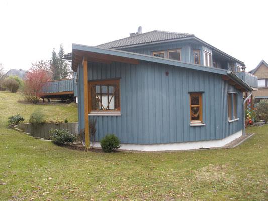 Das Haus und die Terasse sind über 20 Jahre alt. Erst 2014 wurde der KöstelGarten in seiner heutigen Form gestaltet
