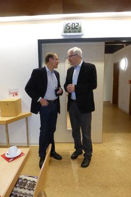 Klaus Friedsch Landrat a.D. im Gespräch mit einem Teilnehmer