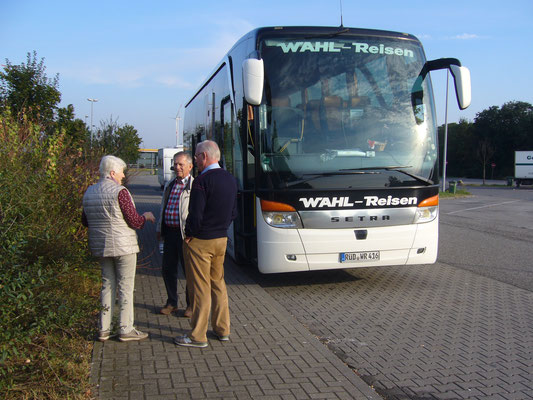 Die Fahrt zum Schloss mit dem bewährten Busunternehmen