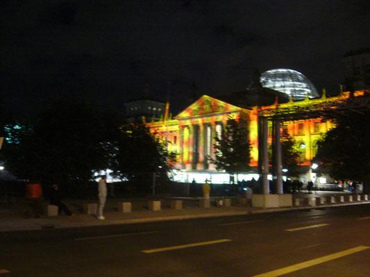 Das Reichstagsgebäude im Lichterglanz