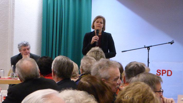 Nancy Faeser beantwortet die Diskusionsbeiträge aus der derzeitigen Sichtweite der SPD