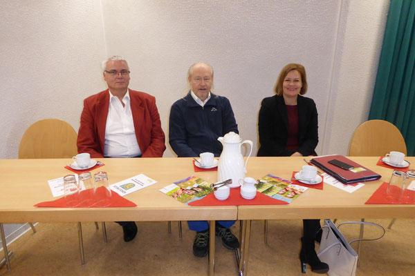 Am Podiumstisch: Stefan Weber OV Bad Schwalbach, Stellv. Vorsitzender Herbert Ujmar AG60+, Nancy Faeser Generalsekretärin SPD Hessen