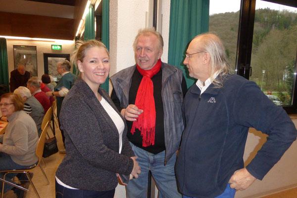 Jürgen Häusler im Gespräch mit Besuchern