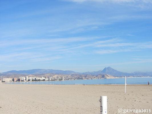 der Strand mit Blick nach Benidorm