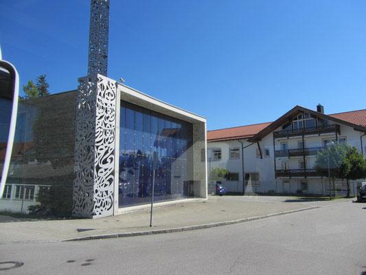 modernes Gotteshaus unterwegs