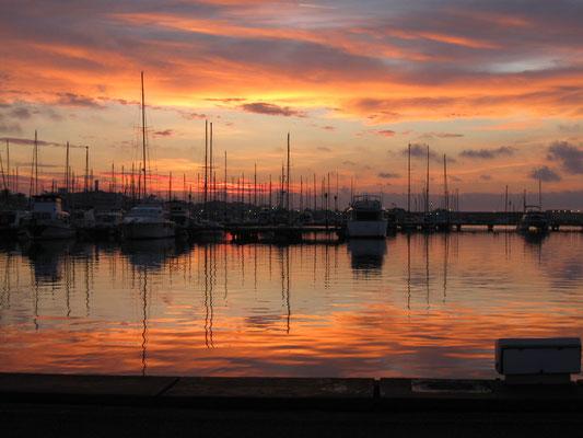 Sonnenaufgang im Puerto Deportivo von Almerimar