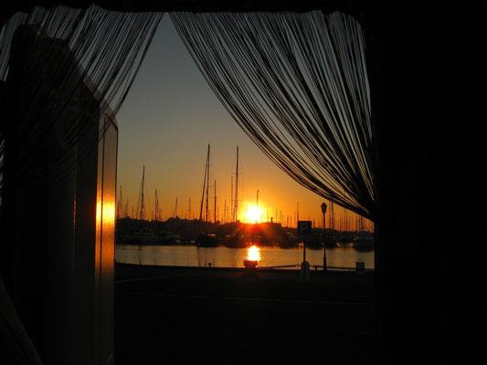 Sonnenaufgang im Yachthafen von Almerimar