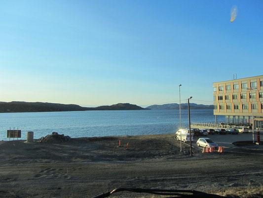 Blick aus dem WoMo auf den Hafen von Kirkenes am Rica-Hotel