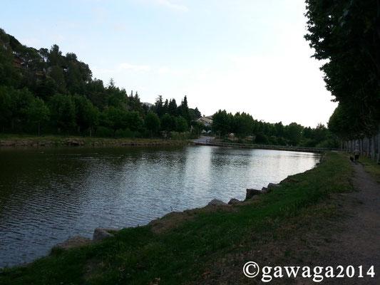 sehr schön gelegen am Flussufer, wunderbar für Hundespaziergänge