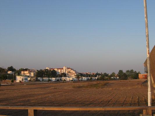 Parkplatz vom Strand aus