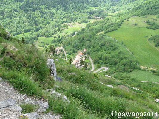 dort unten liegt das Museumsdorf Montségur