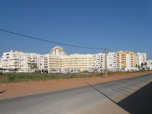 der Parkplatz vom Strand aus gesehen