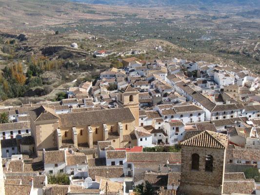 Blick vom Castillo zum Pueblo