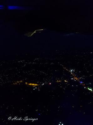 Über Hamburg - Und hier wird es wieder dunkel - Wie uncool - :)