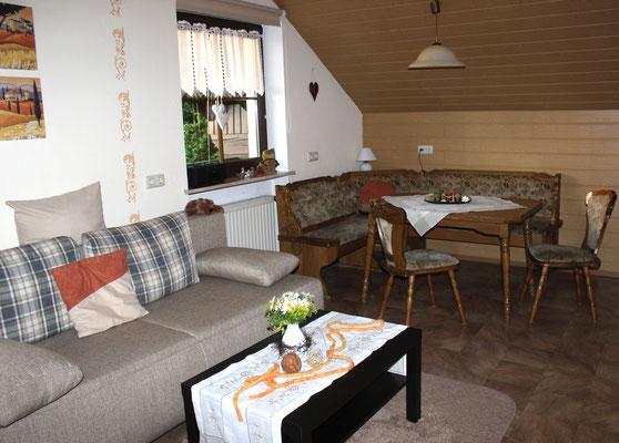 Haus Resi in Mähring, gemütliche Wohnküche in der Fewo Schwalbennest