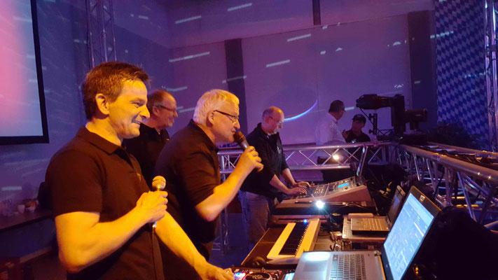 Michael & Jeff & Wolfi INFINITY / Uli Astoria-Capitol / Uwe Zeppelin Oyten & Stelle / Frank INFINITY