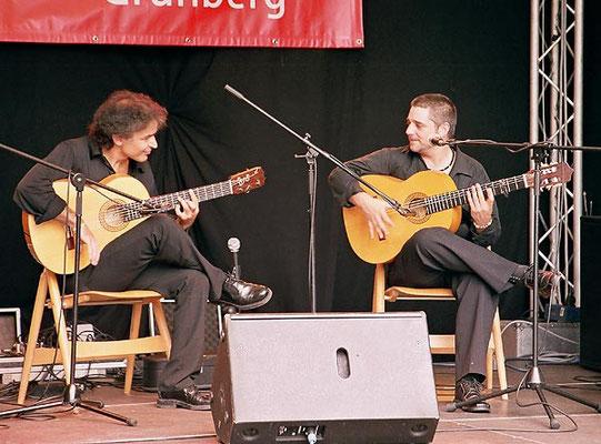 Bino Dola (links), Juan Lama (rechts) live in Grünberg im August 2009