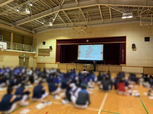 大阪市立中学校での講演の様子