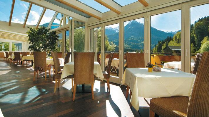 Der Sommergarten im Restaurant Hotel Sonnenbichl**** im Allgäu
